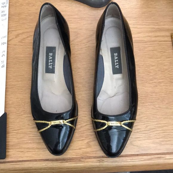Women's Bally Black patent leather flats NWT